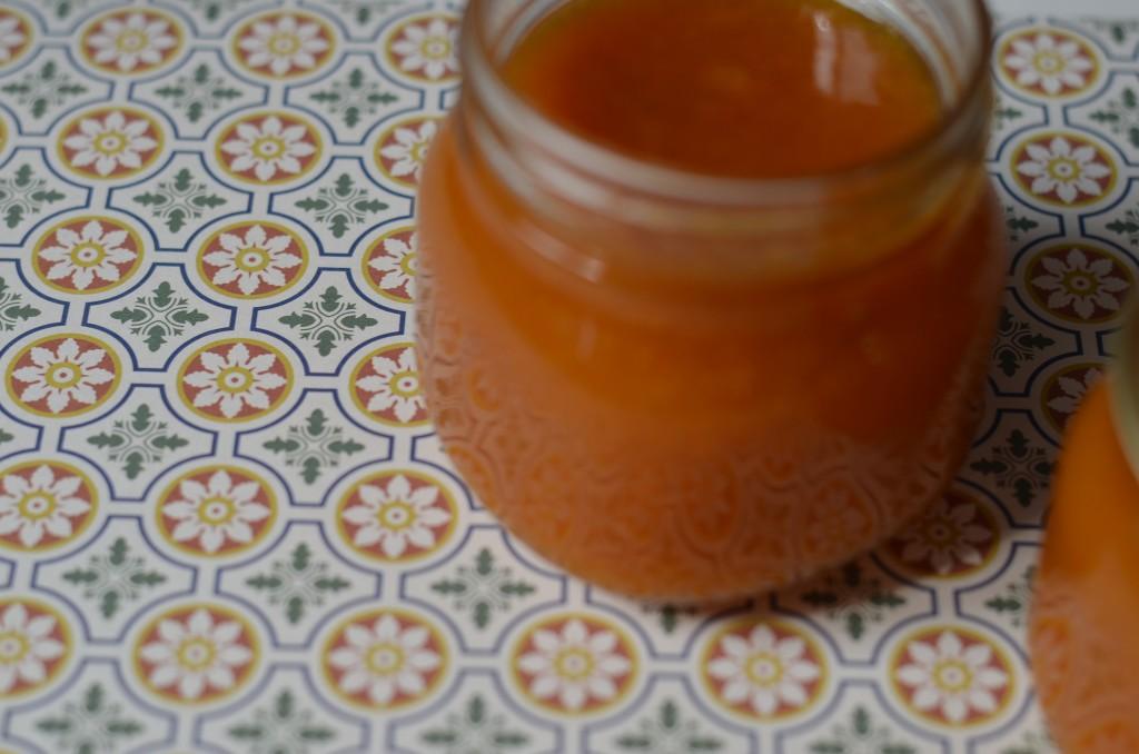 Aprikosen-Lavendel-Fruchtaufstrich