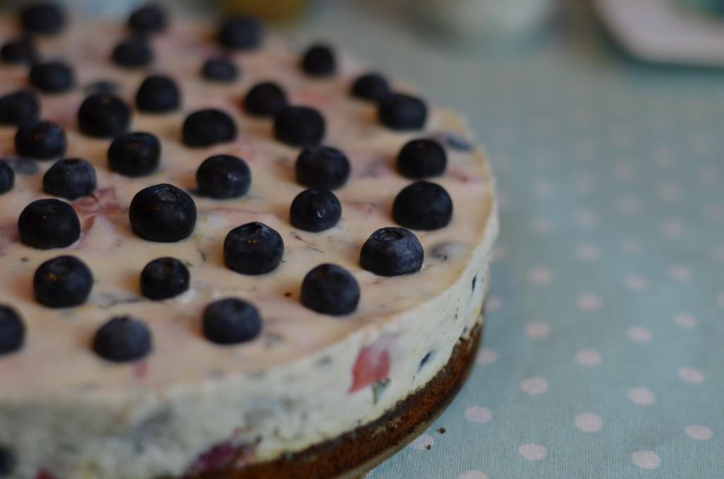 Buttermilch-Beeren-Torte